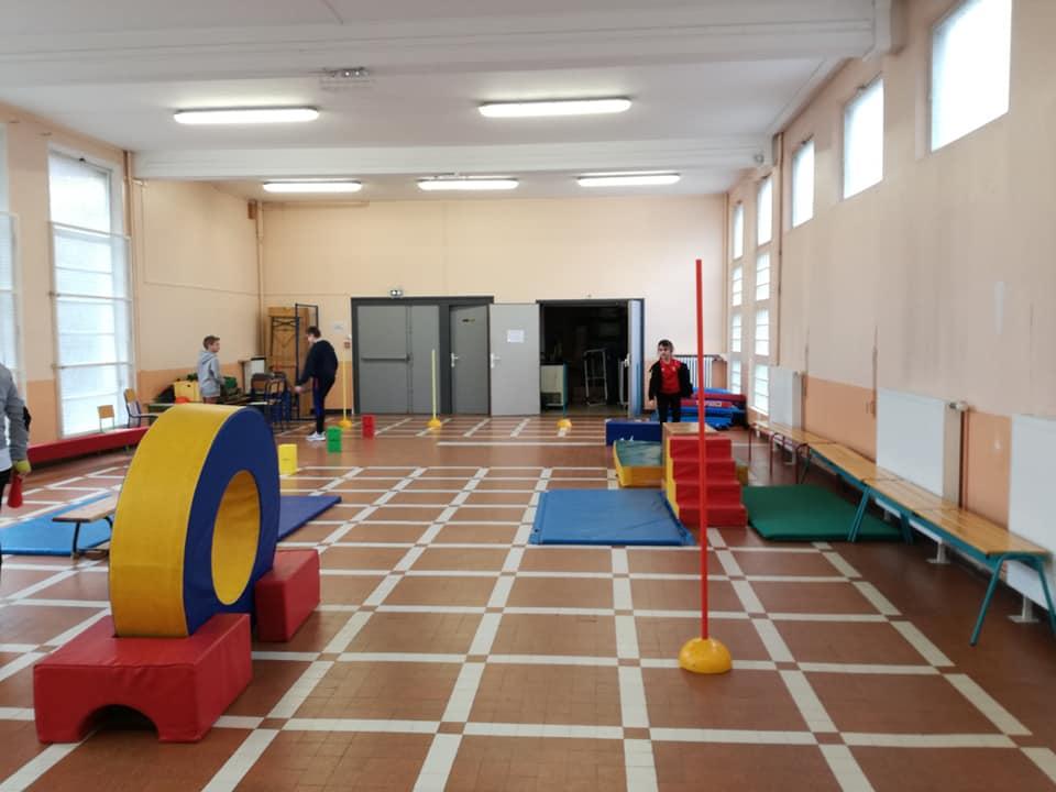 salle sport intérieure parcours motricité