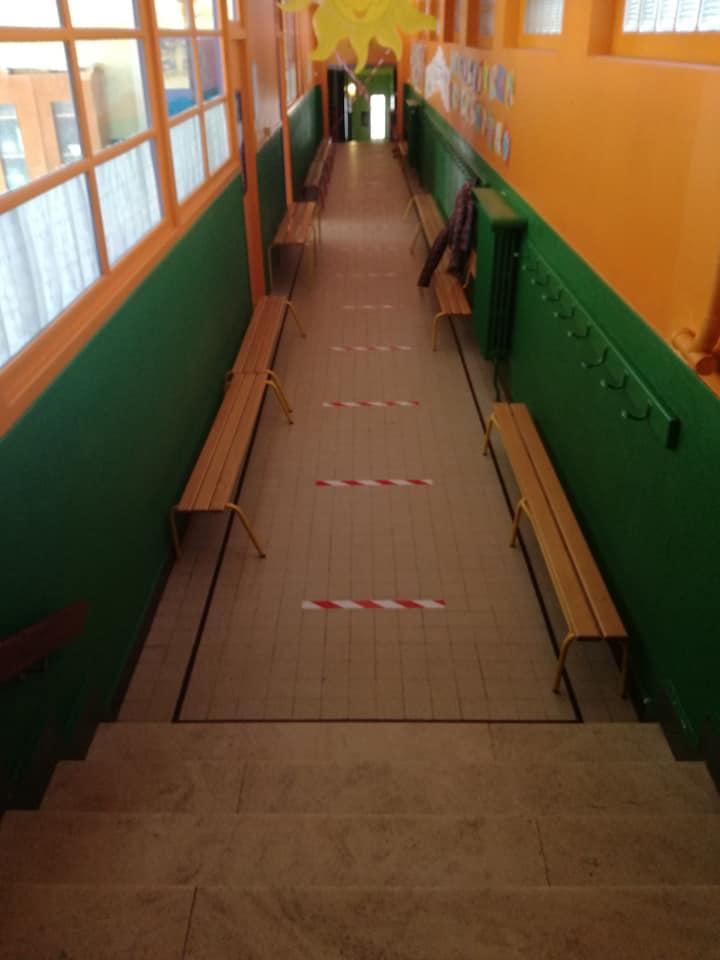 Respect règles sanitaires distances couloir